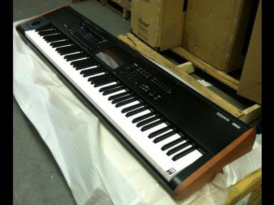 Varios Electronica Korg Kronos 2 88-Key Music Workstation Keyboard